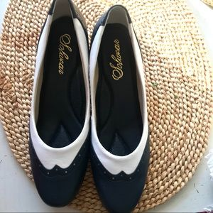 Classic navy & white vintage low heeled pumps 7.5
